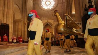 L'àliga de Tarragona ballant davant la relíquia de Santa Tecla a la catedral de Tarragona