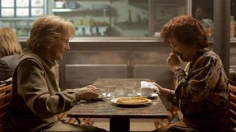 Bittori i Miren (Elena Irureta i Ane Gabarain) són matriarques de famílies enfrontades