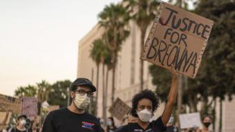 Imatge d'un cartell a les protestes als Estats Units