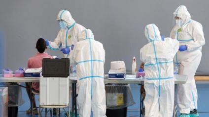 Diversos sanitaris fent proves PCR a Girona a principis de mes de setembre