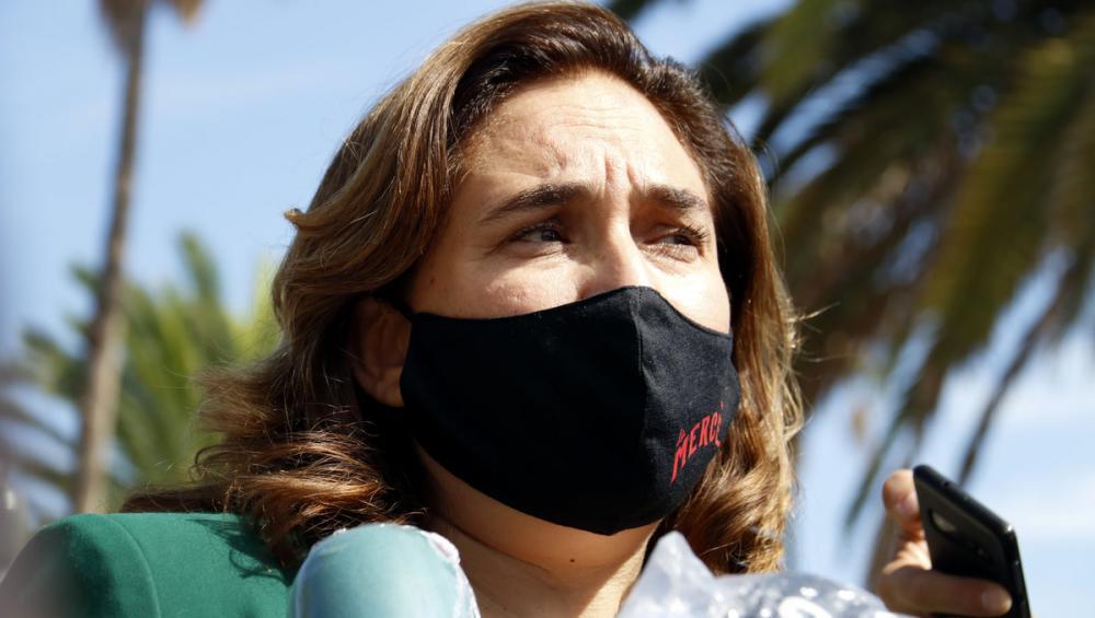 L'alcaldessa de Barcelona, Ada Colau, atenent els mitjans de comunicació durant els actes de la Mercè