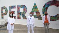 Els doctors Andrea Martín,  Pere Soler i Roger Colobran, en una imatge cedida