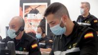 Membres de la Unitat Militar d'Emergències fent tasques de rastrejadors