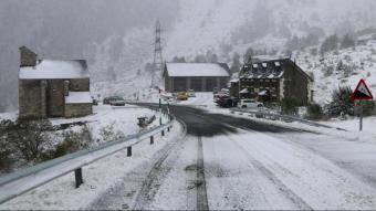 Panoràmica del refugi i la Mare de Déu de les Ares, a Alt Àneu, ben nevats, ahir