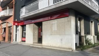 El caixer que el banc de Santander té a les Preses, a la travessera de la carretera que acaba l'eix de Bracons
