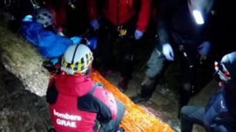 Un metge del SEM ha passat la nit protegint de hipotèrmia i administrant analgèsia pel dolor a l'escalador accidentat