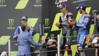 El conseller Ramon Tremosa lliura el premi al guanyador de Moto GP