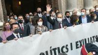 El 131è president de la Generalitat, Quim Torra, sortint del Palau, rere la pancarta que l'ha portat a la inhabilitació