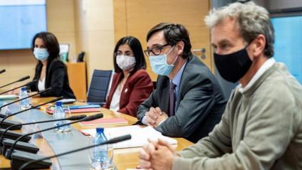 Illa, ministre de Sanitat, amb Fernando Simón i la ministra Darias, durant la reunió d'ahir amb l'executiu madrileny