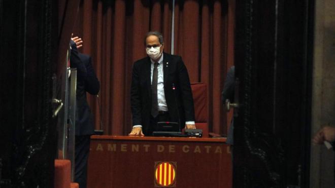El president inhabilitat Quim Torra durant una reunió amb el grup parlamentari de JxCat abans del ple d'aquest dimecres