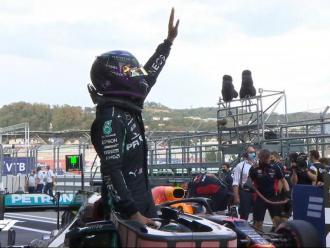 Lewis Hamilton saluda els aficionats, que sí podran seguir in situ el Gran Premi de Rússia