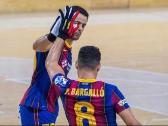 Salutació entre Bargalló i João en el 3-0