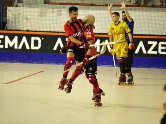 Nájera abraça Marín, que va fer el seu primer gol en la nova etapa amb el Reus