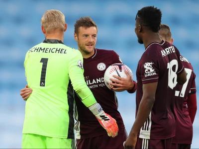 Vardy, felicitat pels companys del Leicester