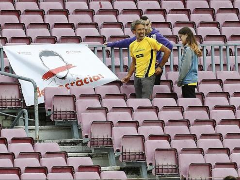 Una pancarta al Camp Nou l'1 d'octubre del 2017, abans que es disputés el partit, a porta tancada, entre el Barça i Las Palmas