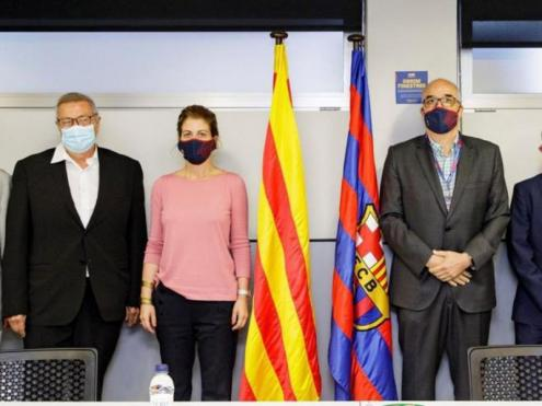 La mesa del vot. Jordi Argemí, Josep Maria Vallbona, Marta Plana, Josep Triadó i Jordi Farré.