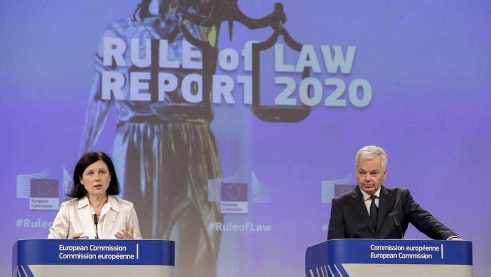 Els comissaris de Transparència i Justícia, ahir, en la presentació de l'informe
