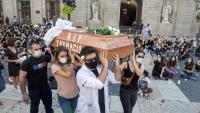 La protesta que els metges interins residents van fer ahir a la plaça Sant Jaume de Barcelona