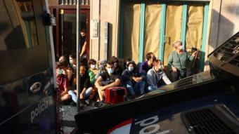 Concentració a les portes de l'edifici de La Rambla per aturar el desnonament