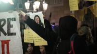 Imatge dels concentrats a la plaça Sant Jaume en l'acte per commemorar l'1-O