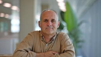Adam Majó , a la nova seu de l'Oficina de Drets Civils i Polítics, a l'anomenat districte administratiu, a la Zona Franca
