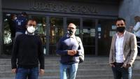 Els alcaldes, Quim Roca (Sant Gregori), Narcís Fajula (Sarrià) i Marc Puigtió (Sant Julià), el dia 8, quan van anar a declarar als jutjats de Girona.
