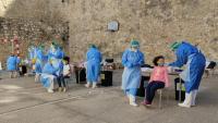 Personal de Salut fa PCR en un cribratge massiu a l'escola Remolins de Tortosa