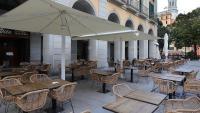 La terrassa d'un restaurant buida a mitjans d'octubre