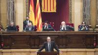 El president del Parlament, Roger Torrent (ERC), amb els membres de la mesa, en una intervenció del president Torra, el febrer passat