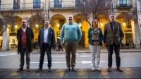 Benet Salellas, Josep Pagès, Germà Capdevila, Marta Alsina i Joan Matamala (Les Voltes) ahir a l'exterior de TV Girona.