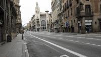 Un carrer de Barcelona buit durant el confinament
