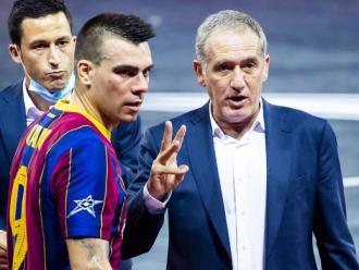 El tècnic Andreu Plaza en un temps mort de la Champions