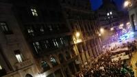 La manifestació ahir a la tarda al seu pas per la Via Laietana, cap a la direcció general d'Universitats