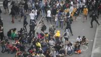 Manifestants dispersats per agents en la protesta a l'aeroport contra la sentència del Suprem, el 2019
