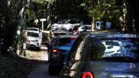 Cotxes intentant aparcar al pantà de Santa Fe el passat 11 d'octubre