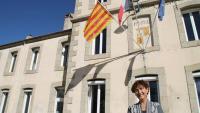 Carme García, divendres passat, davant de l'ajuntament de la Guingueta d'Ix (Bourg-Madame en francès), a la Catalunya del Nord