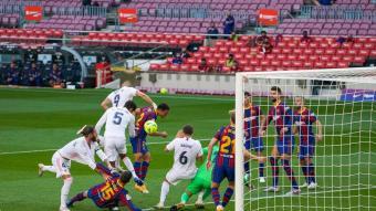 La jugada que va acabar en penal a favor del Real Madrid i va decidir el clàssic