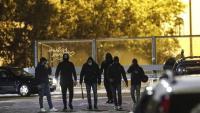 Membres de l'extrema dreta reunint-se per anar a trobar la policia a Roma, dissabte