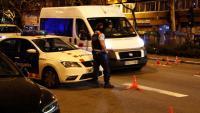 Control informatiu dels Mossos d'Esquadra al carrer Paral·lel de Barcelona