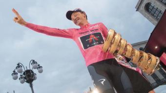 Tao Geoghegan, al podi de Milà, del Giro d'Itàlia, aquest diumenge passat
