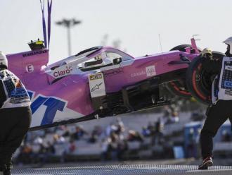 El Racing Point de Lance Stroll, retirat per la grua