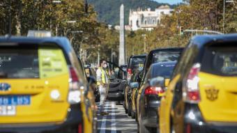 Imatge de la protesta dels taxistes a Barcelona ahir dilluns