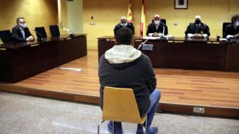 D'esquenes, el veí de Puigcerdà que ha reconegut que va abusar sexualment de la neboda