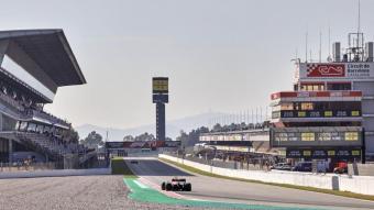Vista de la recta del circuit de Barcelona-Catalunya durant els test de F1