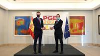 Sánchez i Iglesias sostenien ahir el llibre groc del pressupost del 2021 en una presentació escenificada a La Moncloa