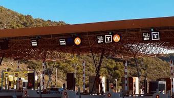 Autopistas presenta Awai, una app que permet pagar l'autopista amb el mòbil