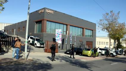 L'exterior de l'empresa Events, on la Guàrdia Civil està realitzant un escorcoll, a Igualada
