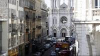 Policies francesos al voltant de l'església