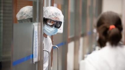 Professionals sanitaris a l'UCI de l'Hospital Clínic