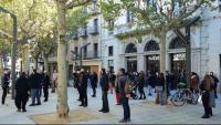 La concentració d'ahir al migdia al passeig d'en Blay d'Olot, davant del teatre